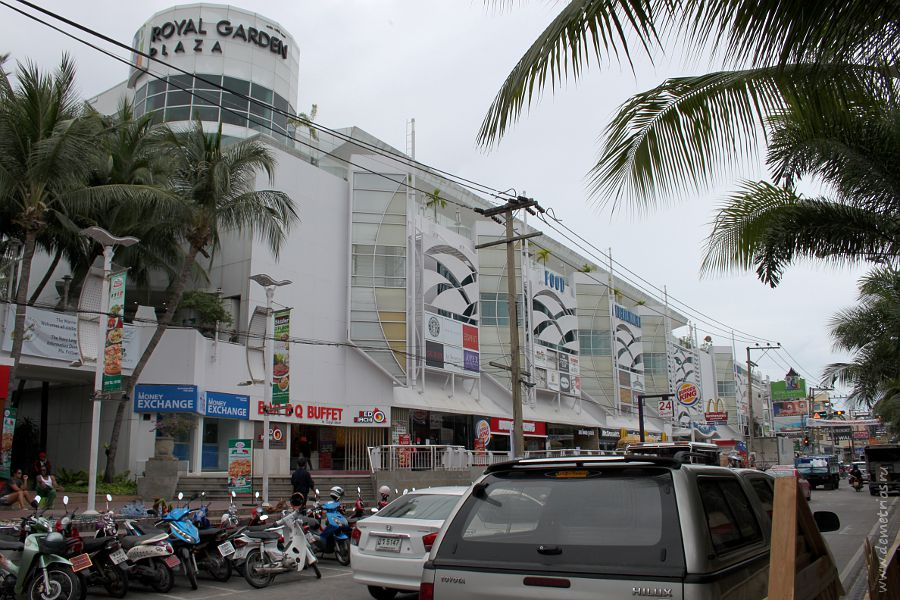 Pattaya Beach Road, Road Garden Plaza