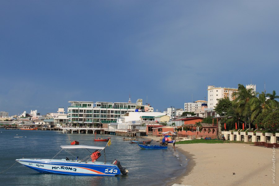 Boats Pattaya Main Peer