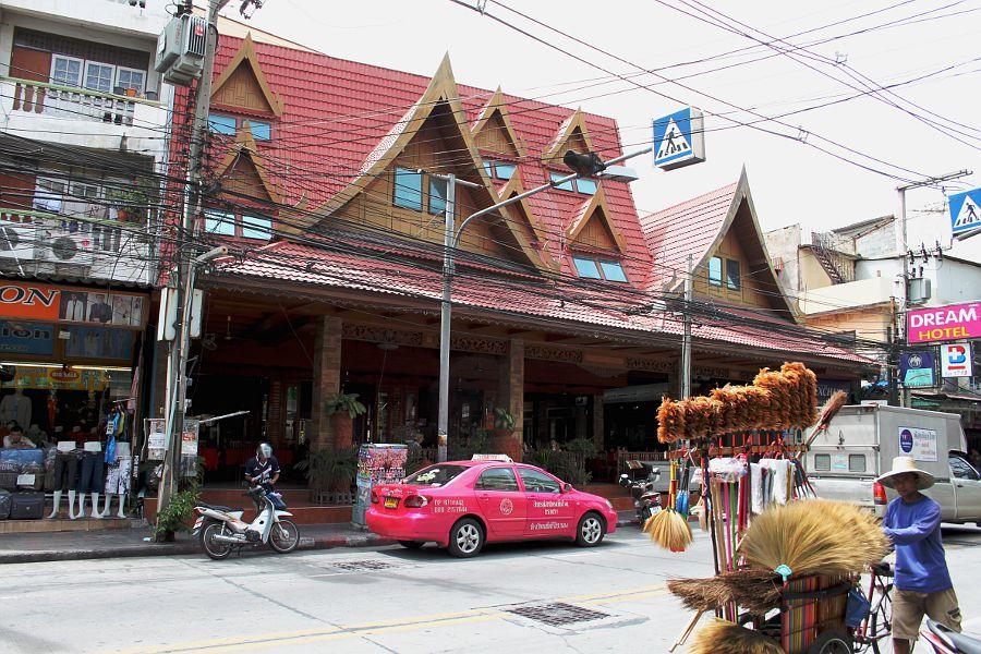 Pattaya pink taxi. Розовое такси