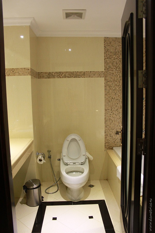 Toilet LK Miracle Suite Hotel, Pattaya