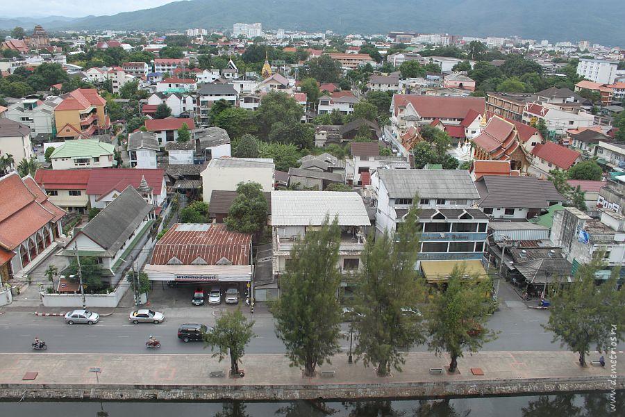 Вид на Старый Город из окна Amora Tapae Hotel Chiang Mai
