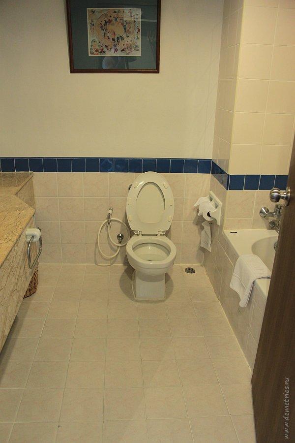 Ванная и туалет Amora Tapae Hotel Chiang Mai