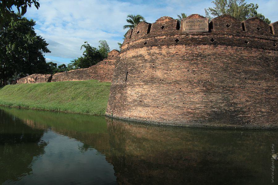 Угол Ku Huang крепости Чианг Май