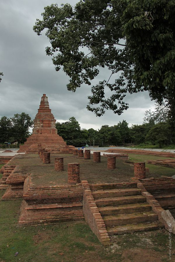 Элемент королевского дворца Wat E-Kang в Древнем Городе Wiang Kum Kam в Чианг Мае