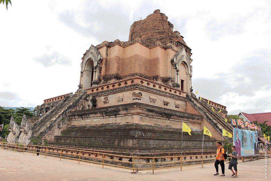 Храм Ват Чеди Луанг Wat Chedi Luang в Чианг Мае