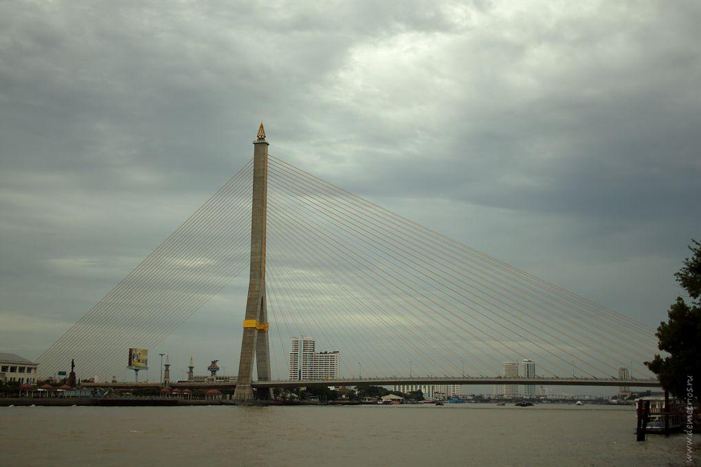 Вантовый мост Рама VIII через реку Чао Прайя, Бангкок