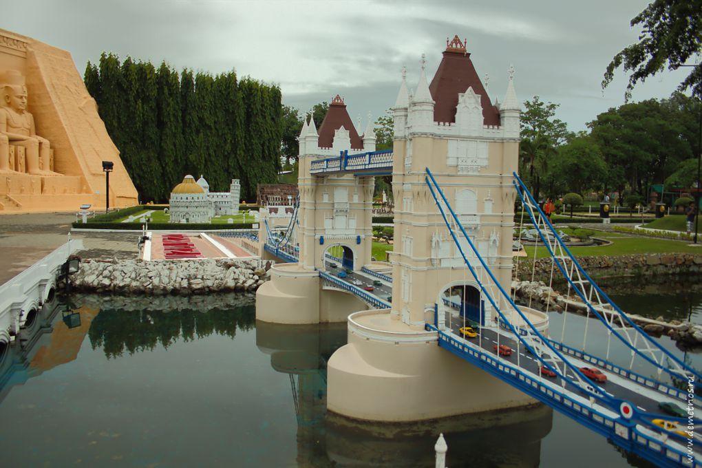 Копия лондонского Tower Bridge в парке Mini Siam, Паттайя