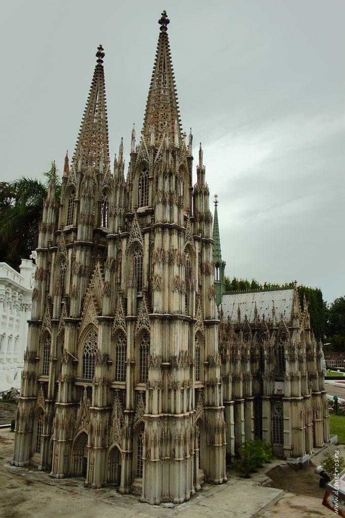 Копия Кёльнского собора в парке Mini Siam, Паттайя