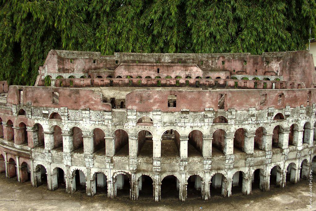 Копия Колизея в парке Mini Siam, Паттайя