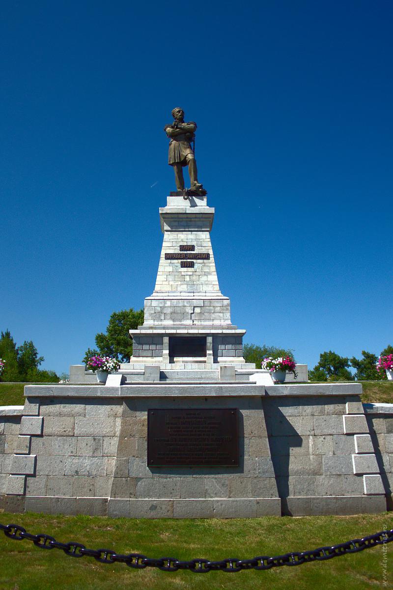 Памятник Муравьёву-Амурскому. Хабаровск