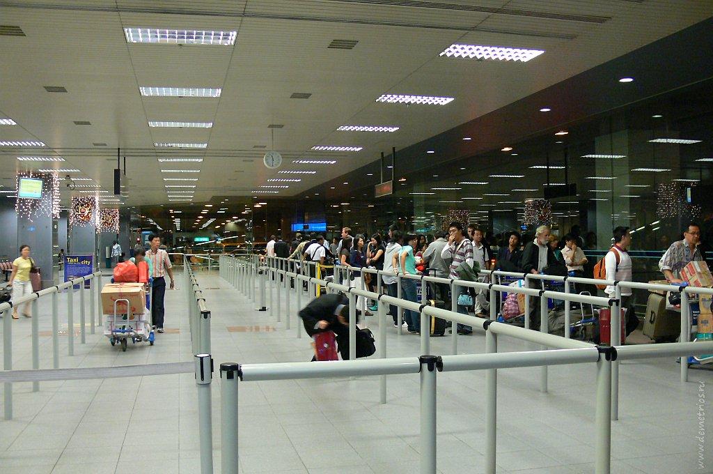 очередь на такси в аэропорту Чанги, Сингапур, queue, airport Changi, Singapore