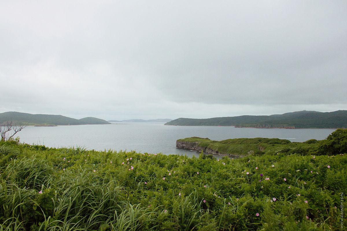 Вид на бухту «Новый джигит» и остров Шкота