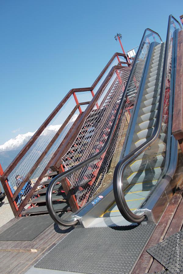 Эскалатор в горах на Красной Поляне