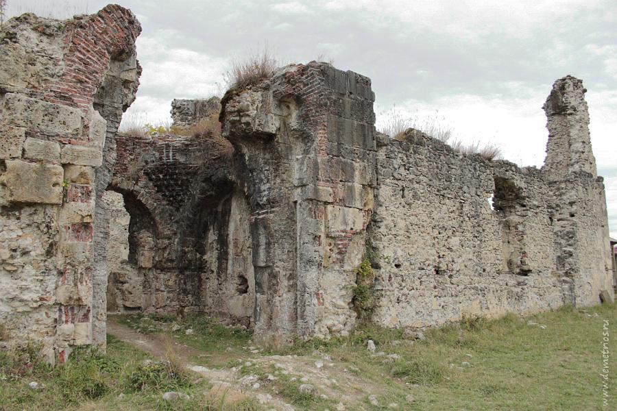 Развалины княжеского дворца в селе Лыхны Абхазия