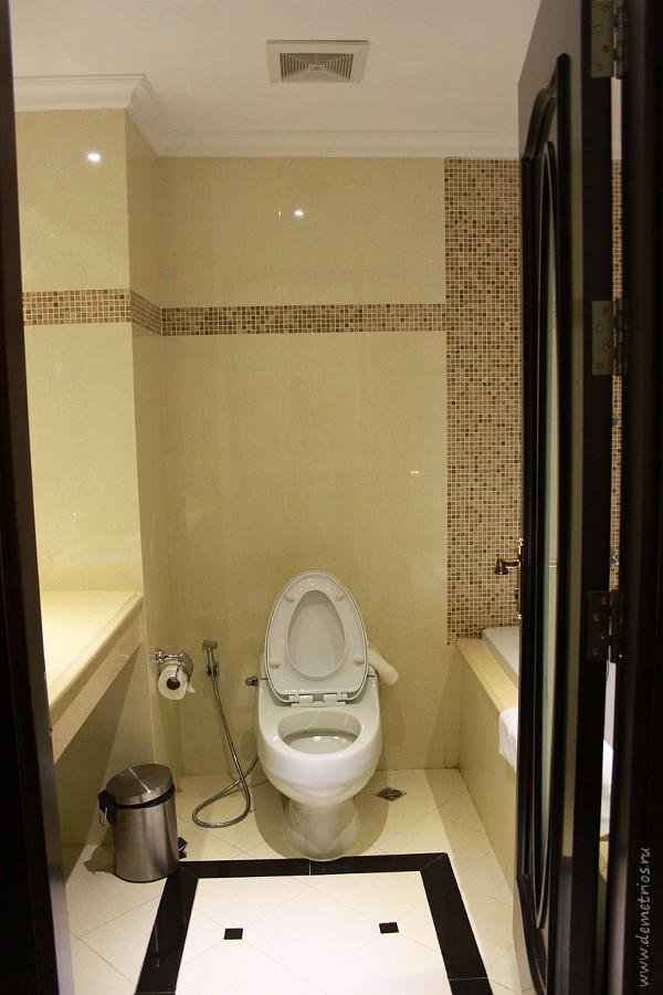 Toilet LK Miracle Suite Hotel, Pattaya