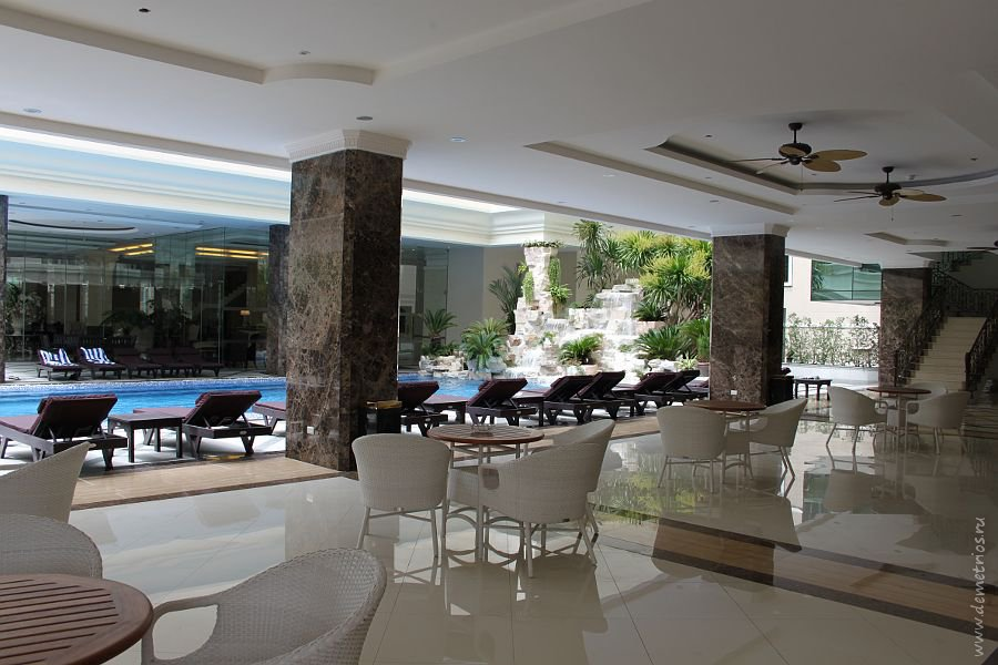 Swimming pool, LK Miracle Suite Hotel, Pattaya