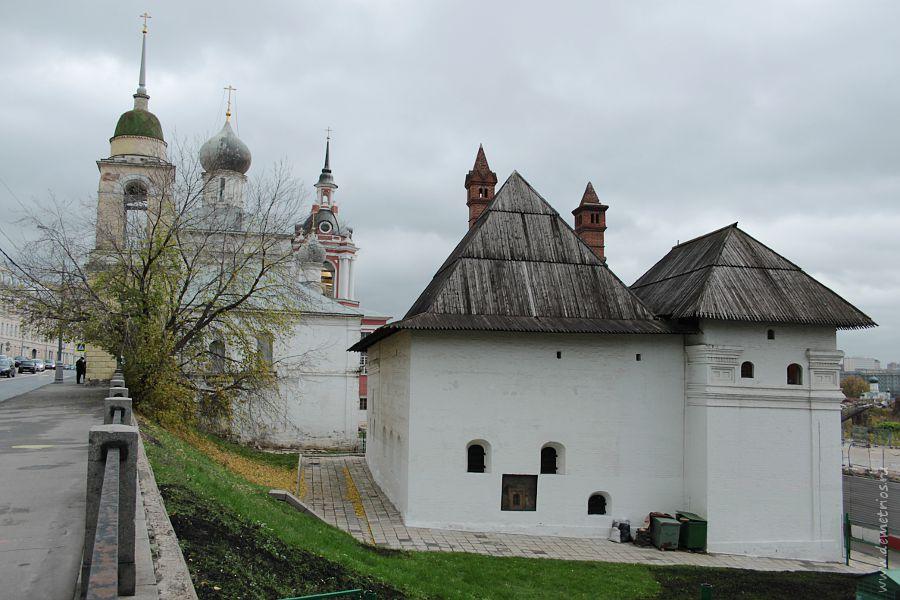 Зарядье, Старый Английский двор, Церковь Максима Блаженного, Москва