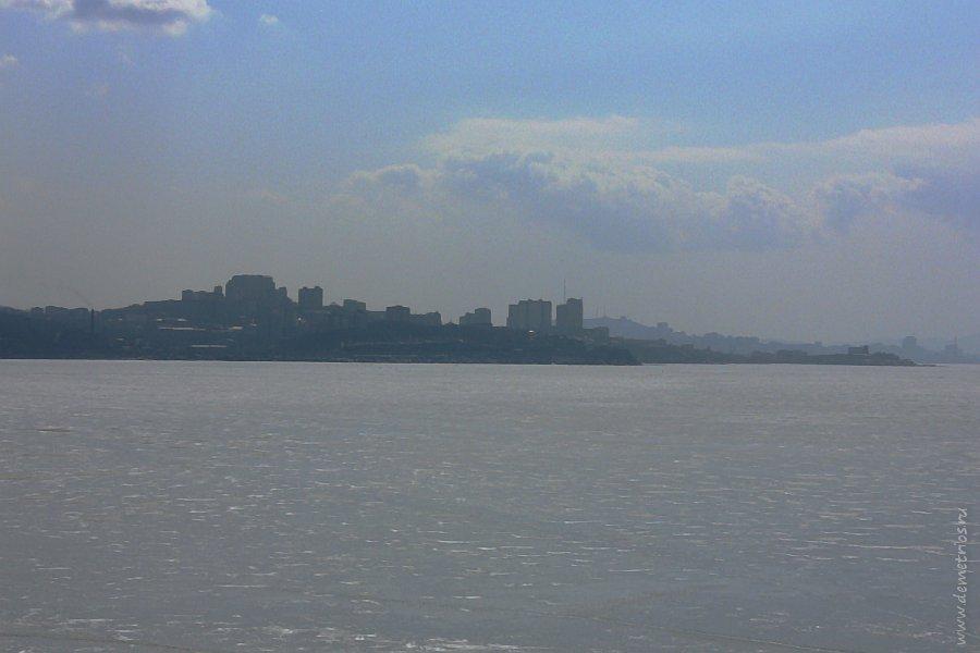 Вид на город Владивосток с острова Скребцова