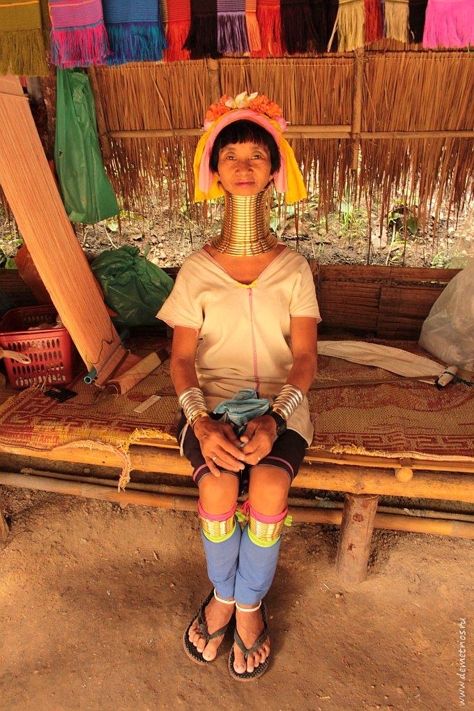 Чианг-Май. Деревня Long Neck Village. Женщина-жираф