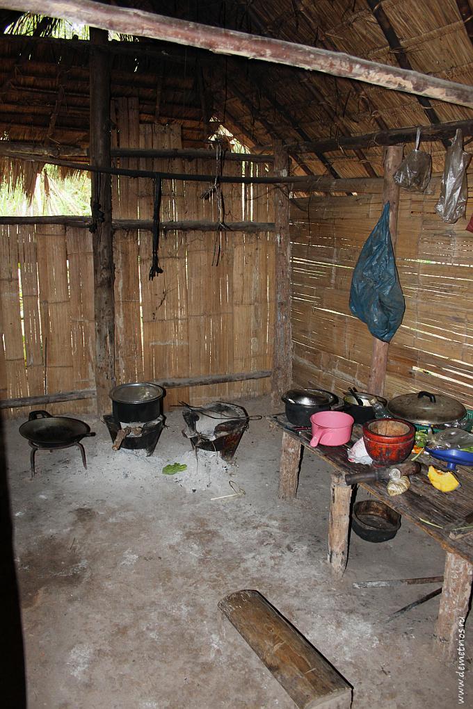 Чианг-Май. Древня Long Neck Village. Кухня во дворе дома