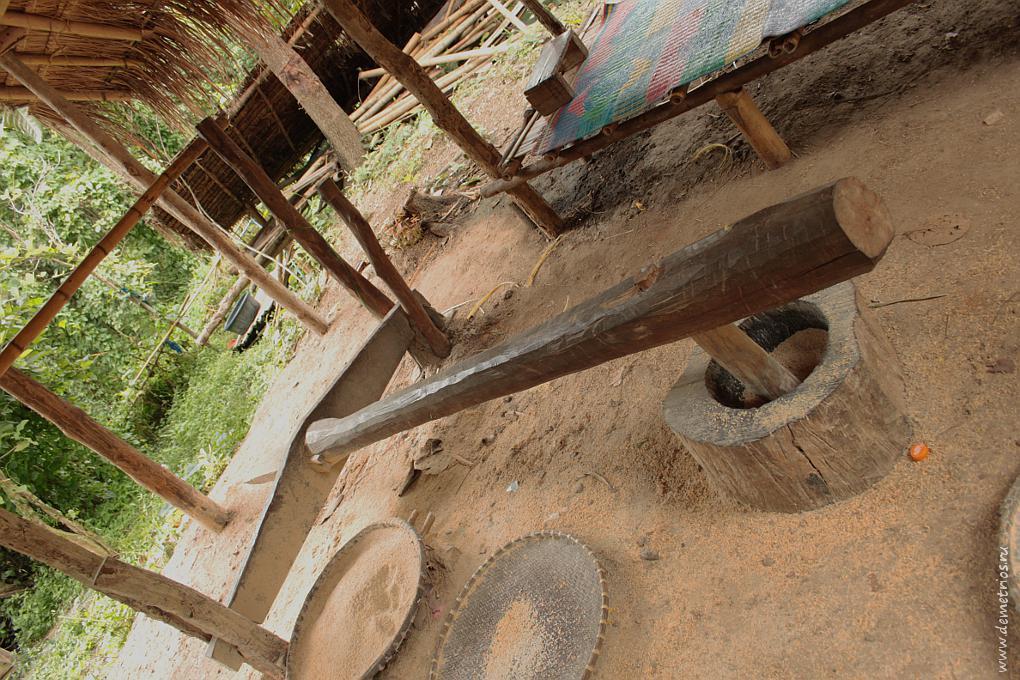 Чианг-Май. Деревня Long Neck Village. Молотилка для риса