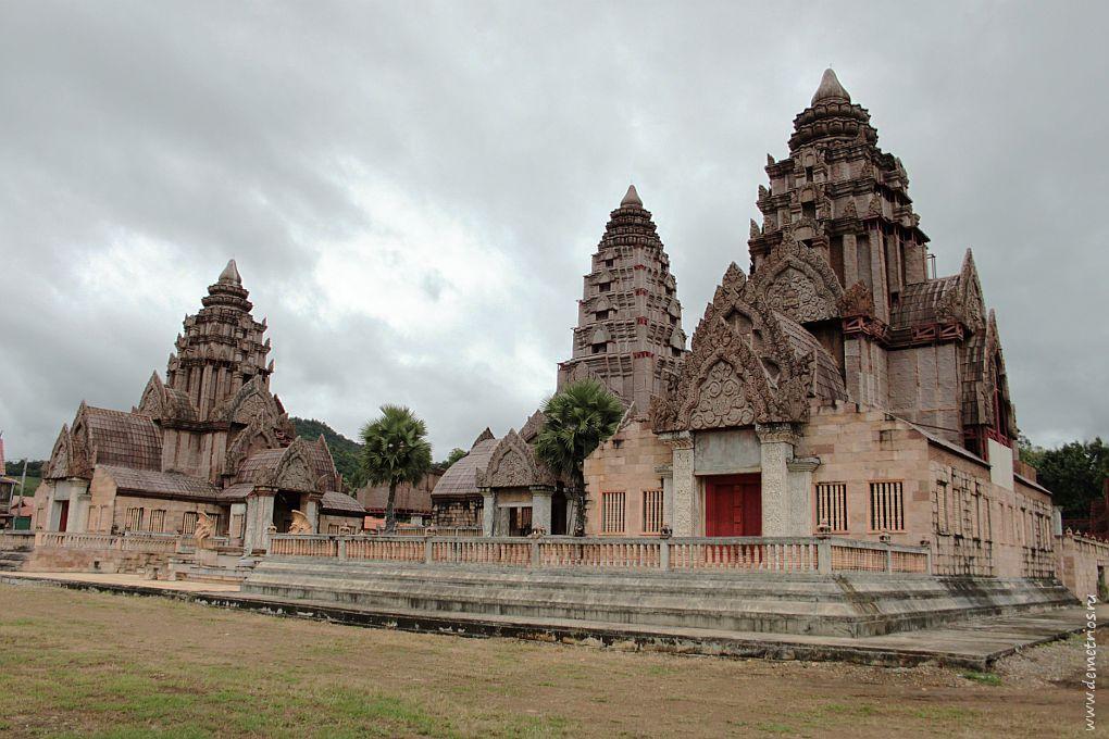 Чианг-Рай. Храм возле гейзера