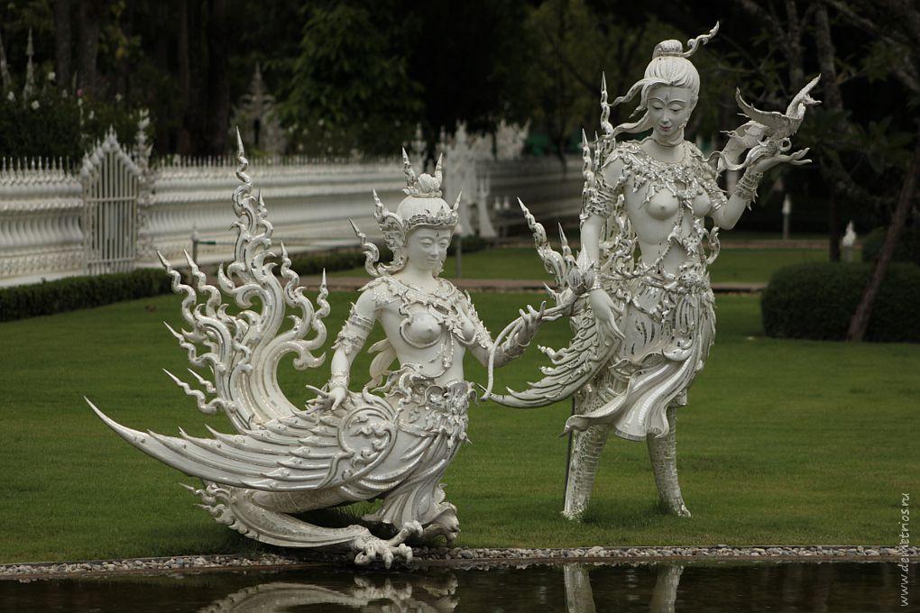 Чианг-Рай. Скульптуры во дворе Белого храма Wat Rong Khun