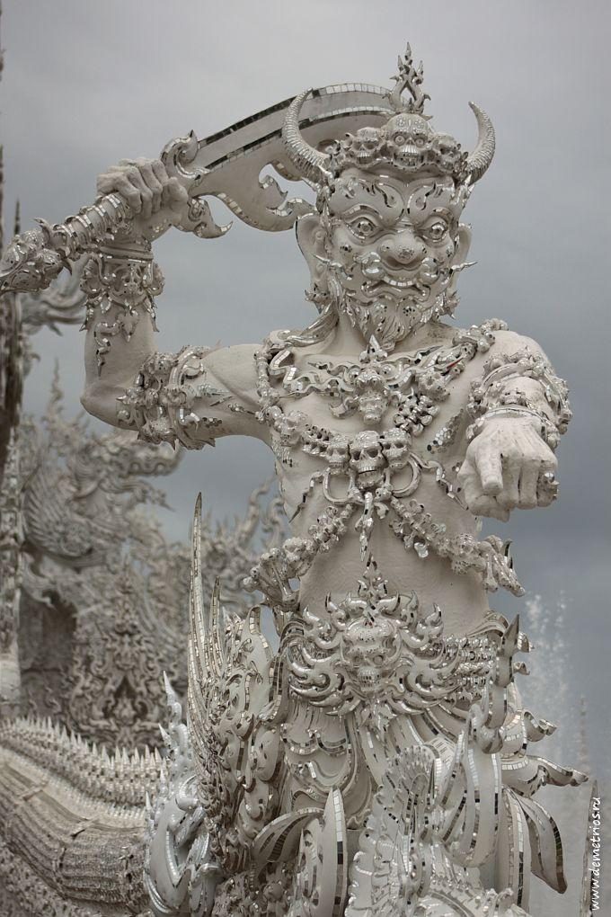 Чианг-Рай. Белый Храм Wat Rong Khun. Страж