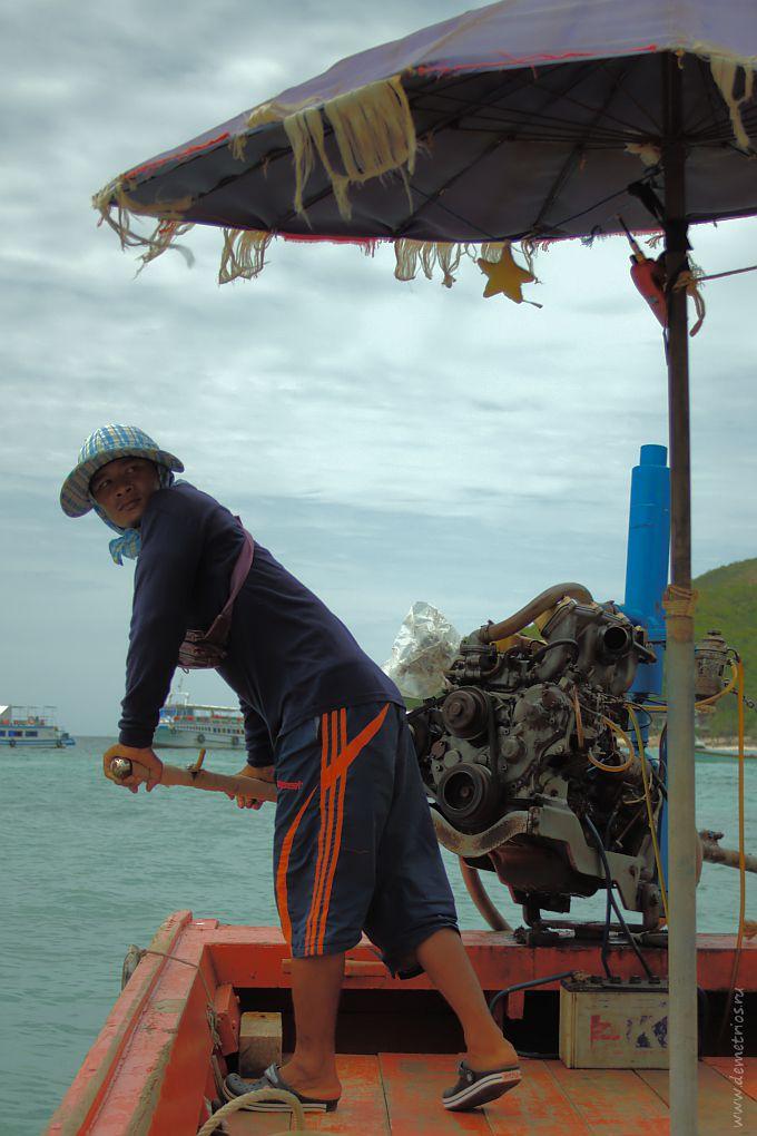 Рулевой на катере, остров Кох Ларн (Koh Larn)