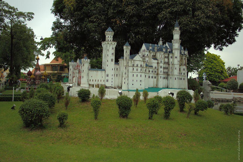 Копия замка Нойшванштайн в парке Mini Siam, Паттайя