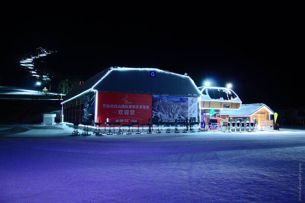 Подсветка трассы. Горнолыжный курорт Чанбайшань