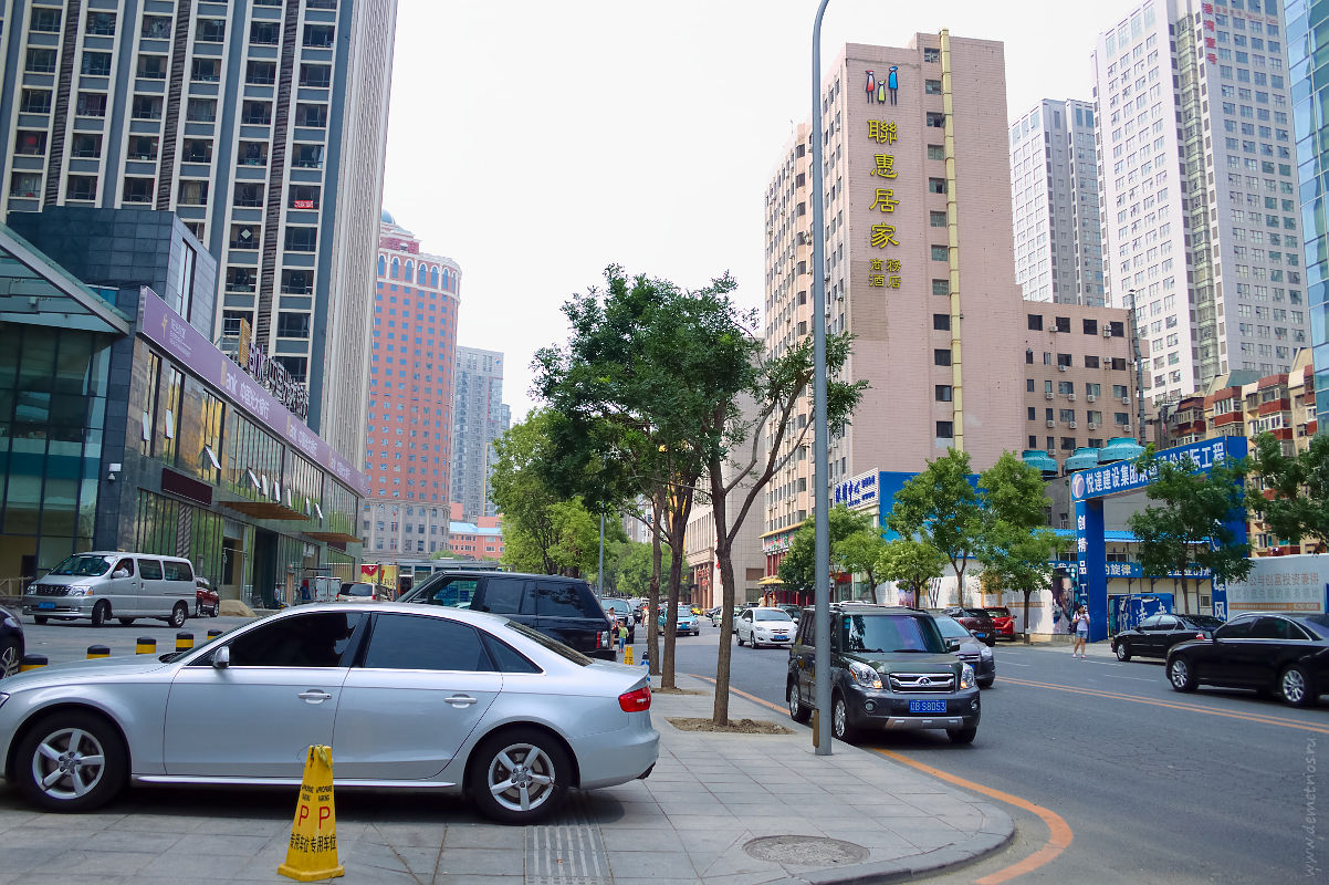 Далянь. Wuwu Rd. Парковка на тротуарах