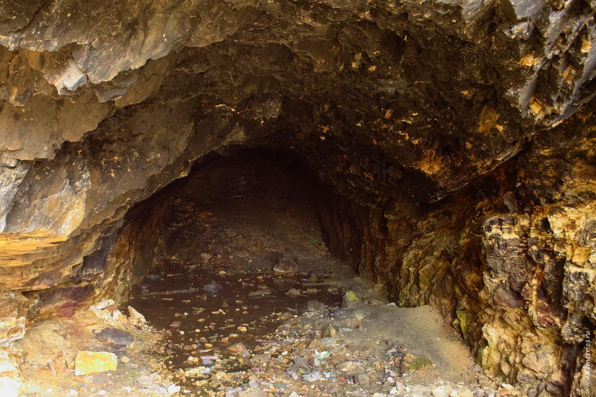 Внутри пещеры. Три пещеры. Царский недостроенный тоннельный пороховой погреб № 11. Владивосток, Three Caves in Vladivostok