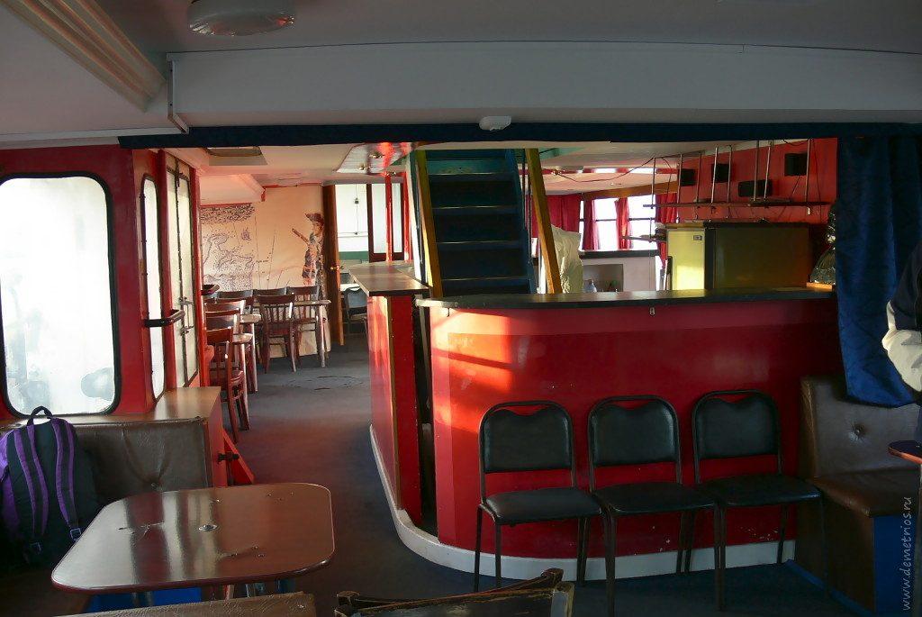 Наш катер на остров Попова внутри