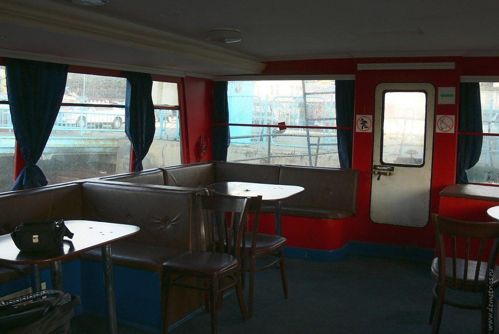 Внутри нашего катера на остров Попова